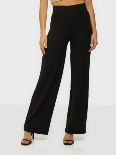 NLY Trend Crepe Straight Pants
