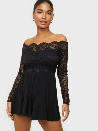 NLY One Off Shoulder Lace Playsuit Musta